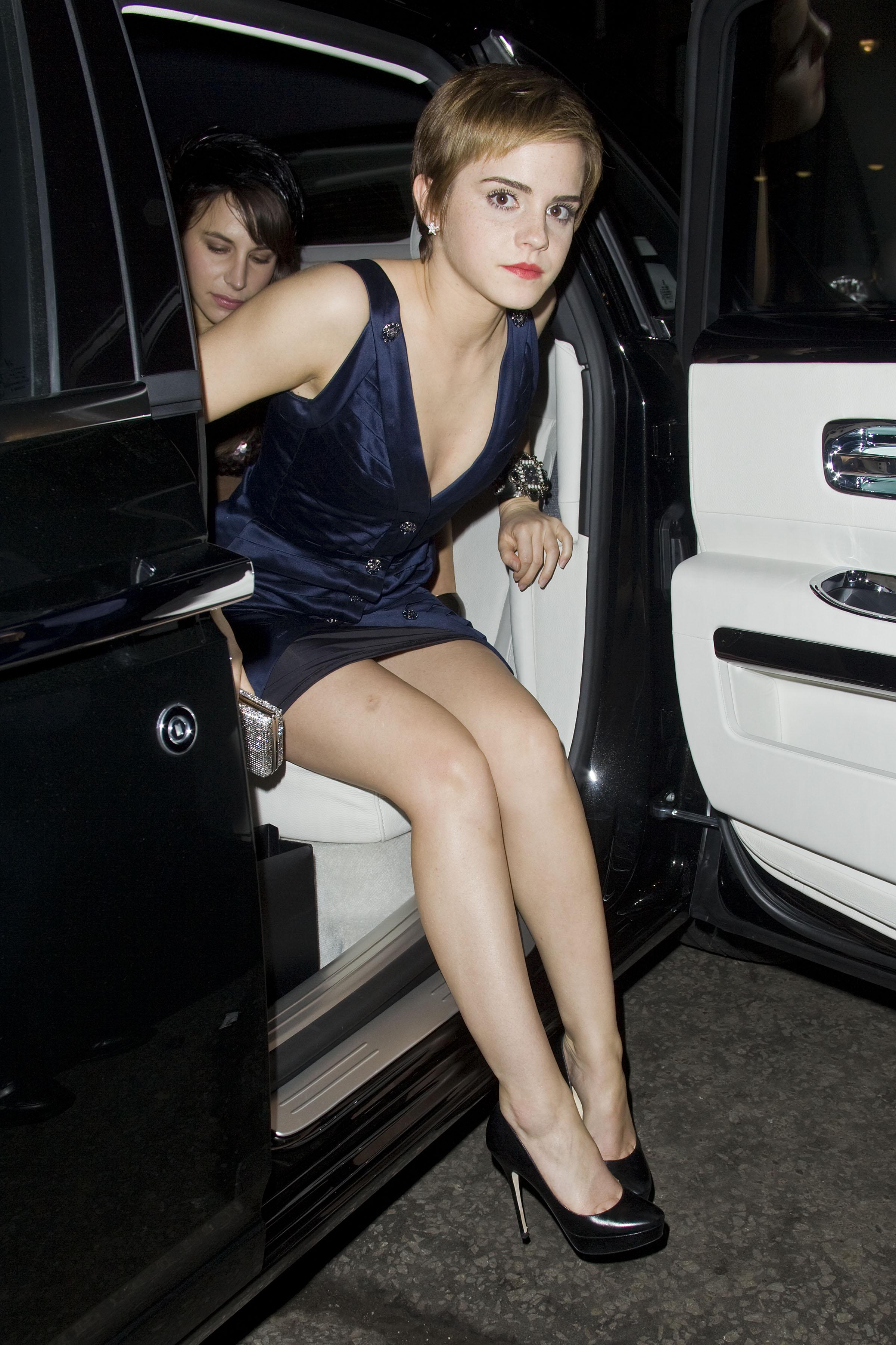 http://icelebstar.com/wp-content/uploads/2012/04/Emma_Watson_Finch_Parnters_Pre_BAFTA_Party_London_12_02_2011_42_.jpg