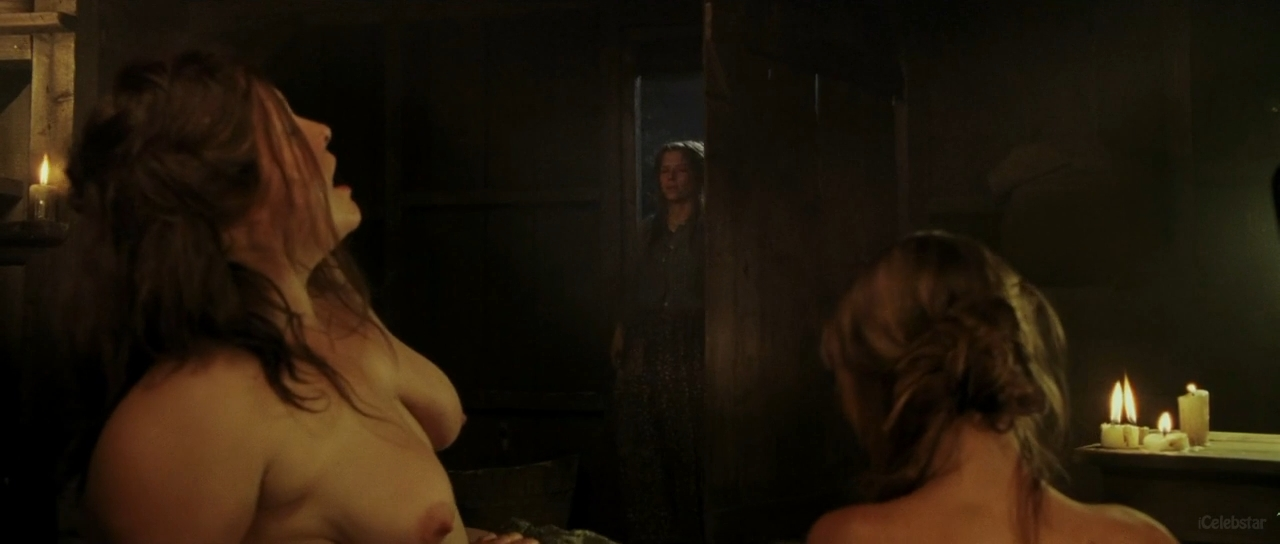 Anne hathaway breasts scene in brokeback mountain