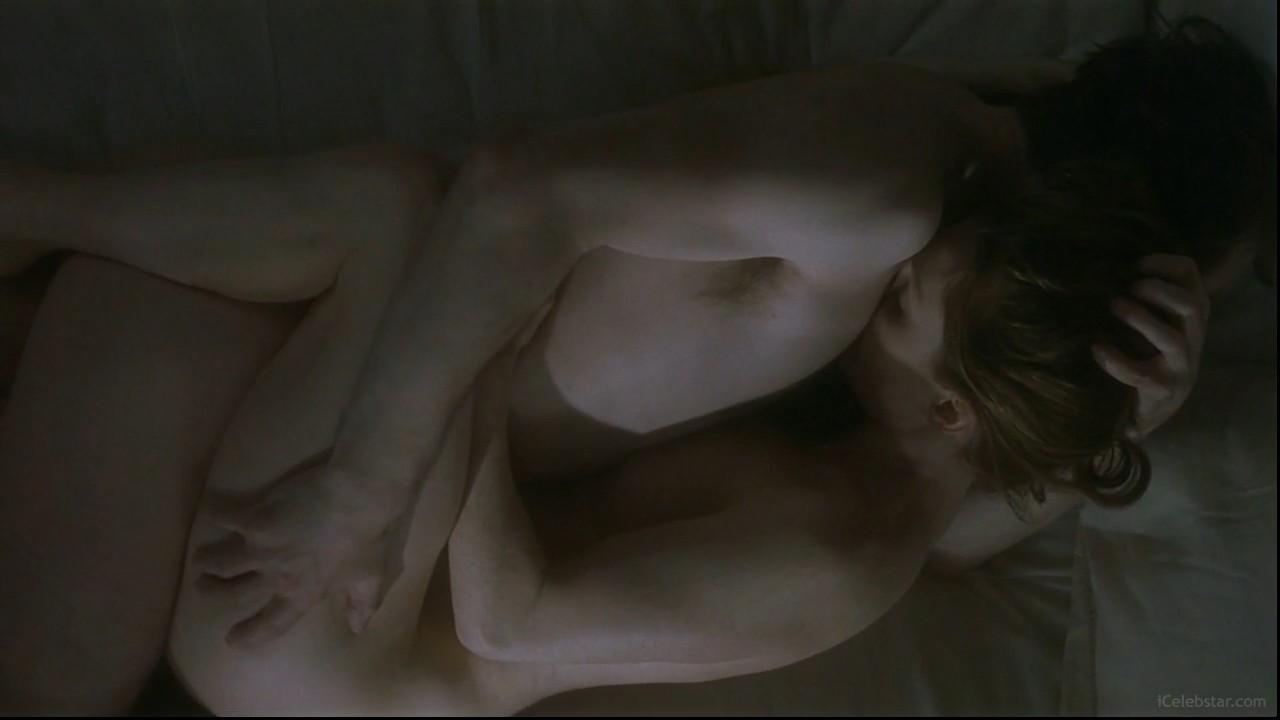 rot-porno-eroticheskie-stseni-s-dzhulianna-mur-drochit-parnyu-filmi